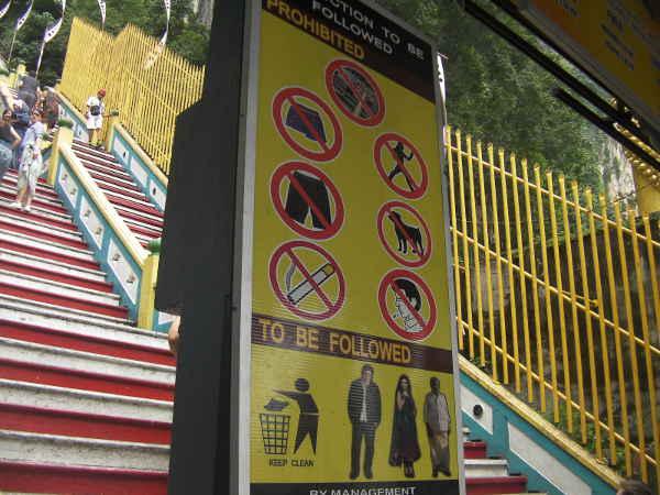 短パン禁止ですが、あまり厳しくないようで短パンの観光客たくさんいました。
