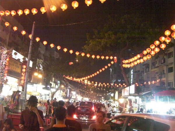 中華街特有の提灯が目印です。