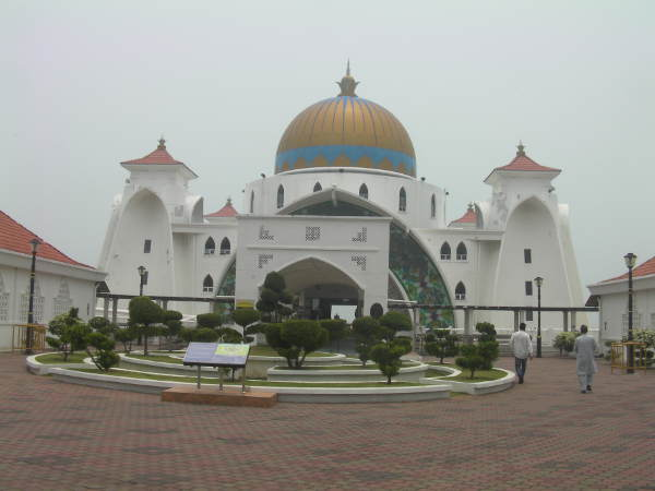 海の上に建つモスクに着きました。