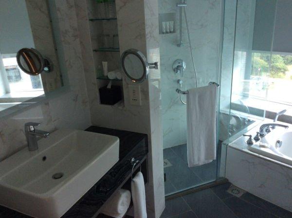 バスルームが角部屋にあるのがプレミアルームです。