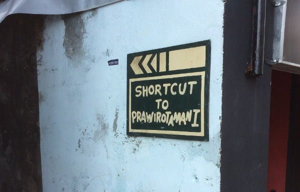 プラウィロタマン通りへのショートカットあり