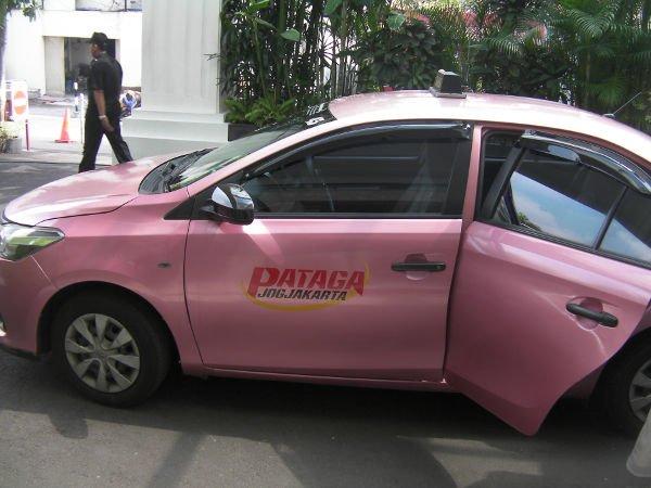 メータータクシーあります