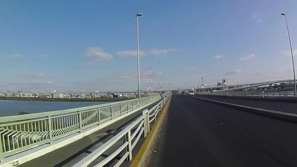 荒川が見えてきたら、橋全体が見えてきた
