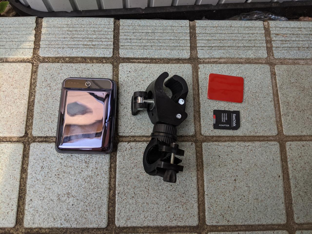 モバイルバッテリー・サイクルマウント・3Mの両面テープ(厚手)・SDカード(64GB)
